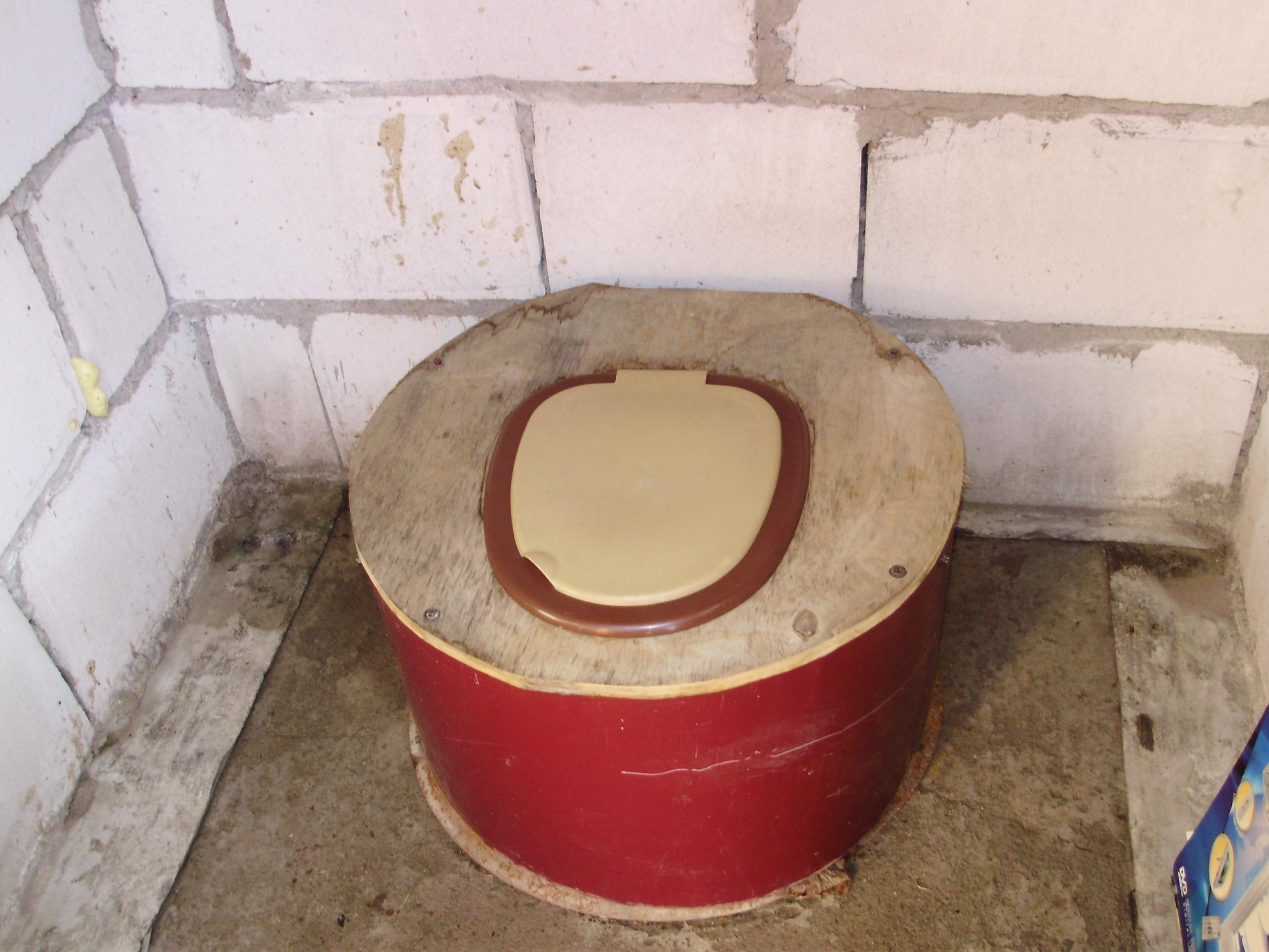 Фото в деревенском туалете 20 фотография